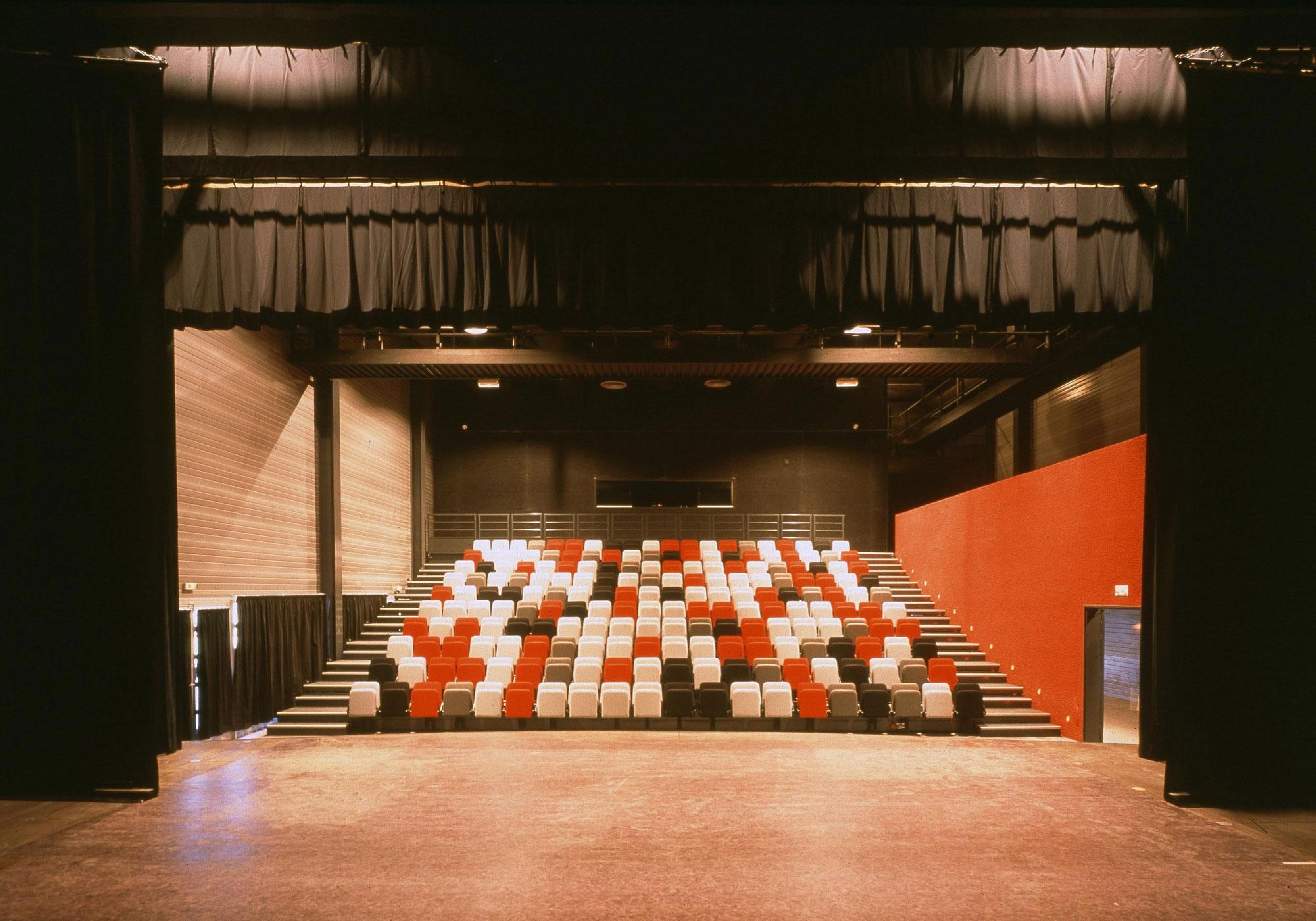Centre social culturel et sportif de Valdegour - Nîmes - TAUTEM Architecture - salle de spectacle