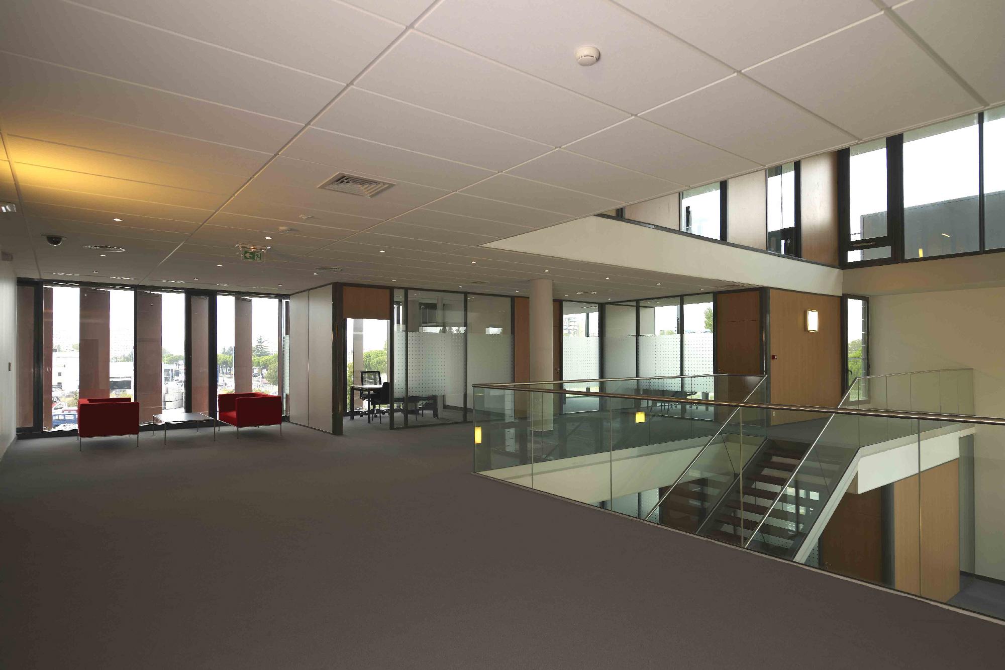 Crédit agricole l'Amandier - Avignon - TAUTEM Architecture - bureaux et hall de reception