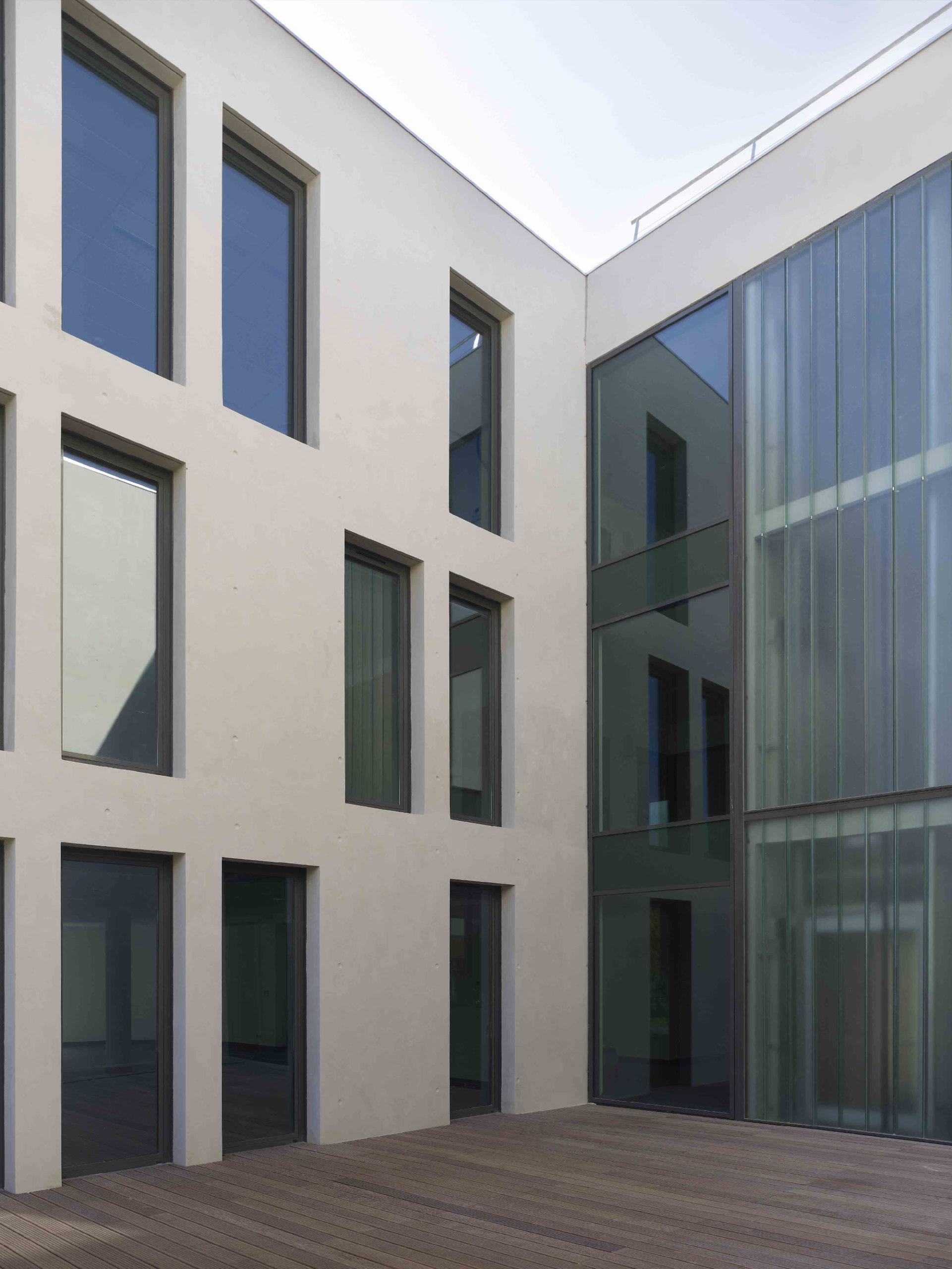 Crédit agricole l'Amandier - Avignon - TAUTEM Architecture - patio