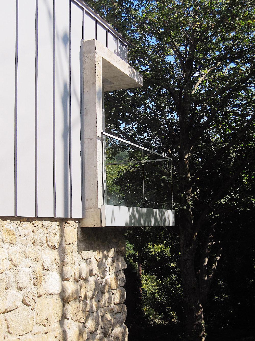 Détail du balcon - extension d'une maison au Vigan - Gard - TAUTEM Architecture
