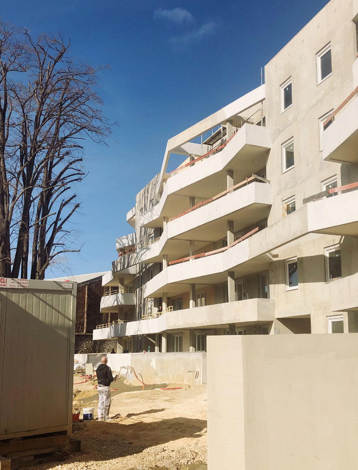 Résidence les villégiales de la Baronnie - Alès - Chantier - vue depuis le futur parc - TAUTEM Architecture