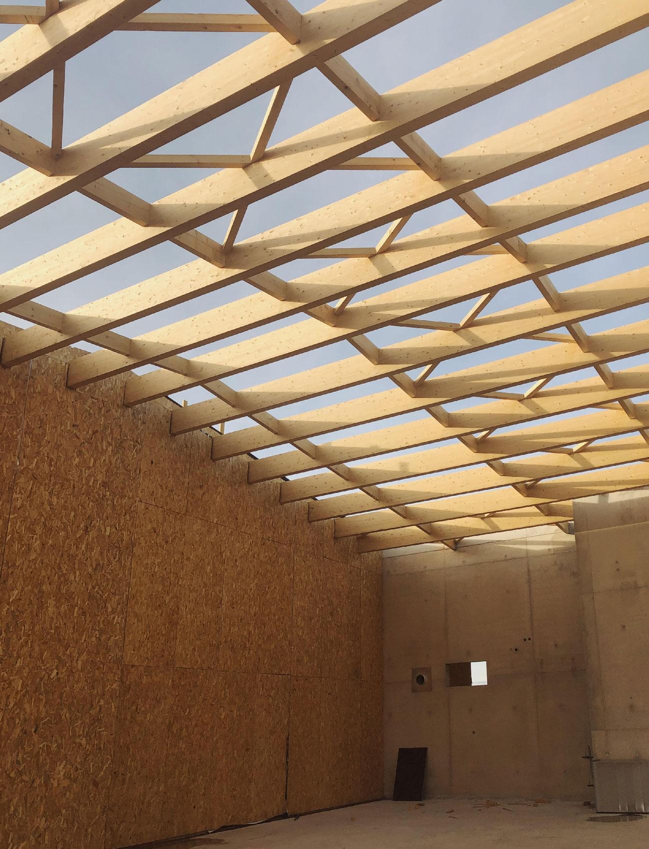 Chantier du centre culturel et associatif de Bellegarde (30) - structure bois apparente - TAUTEM Architecture