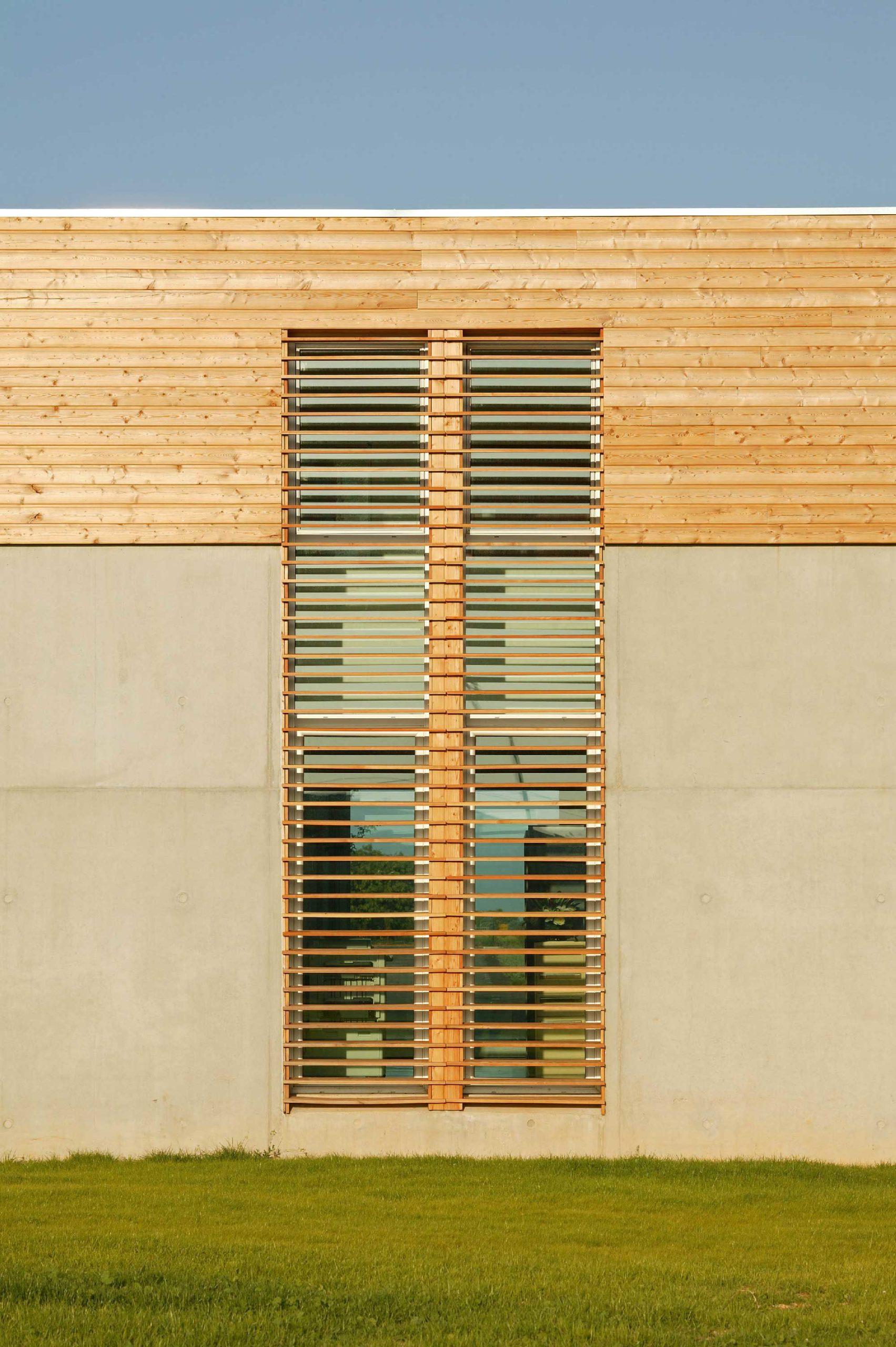 Centre des examens des permis de conduire de Nimes - TAUTEM Architecture - détail de façade en bois