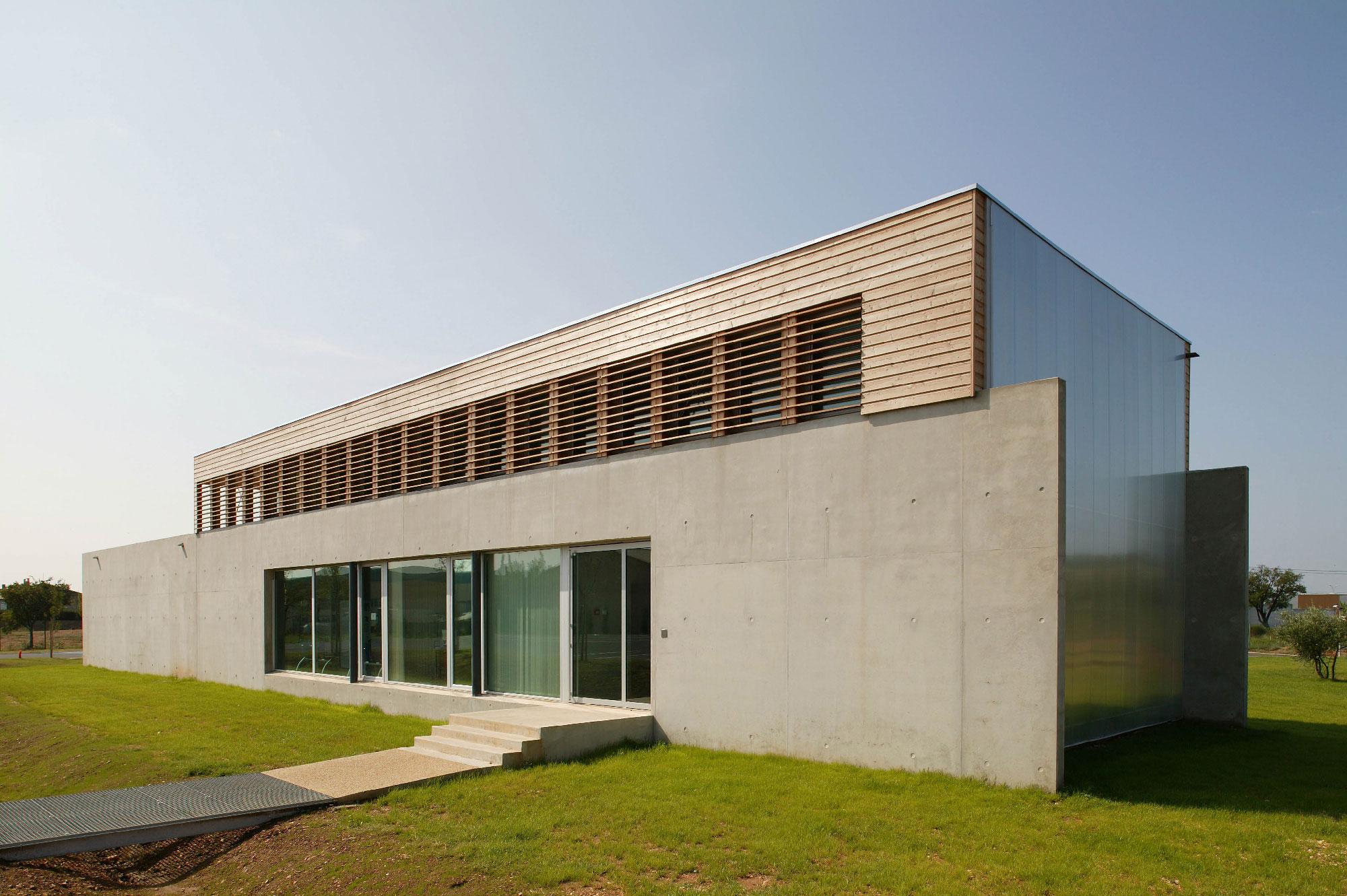 Centre des examens des permis de conduire de Nimes - TAUTEM Architecture - Béton et bois