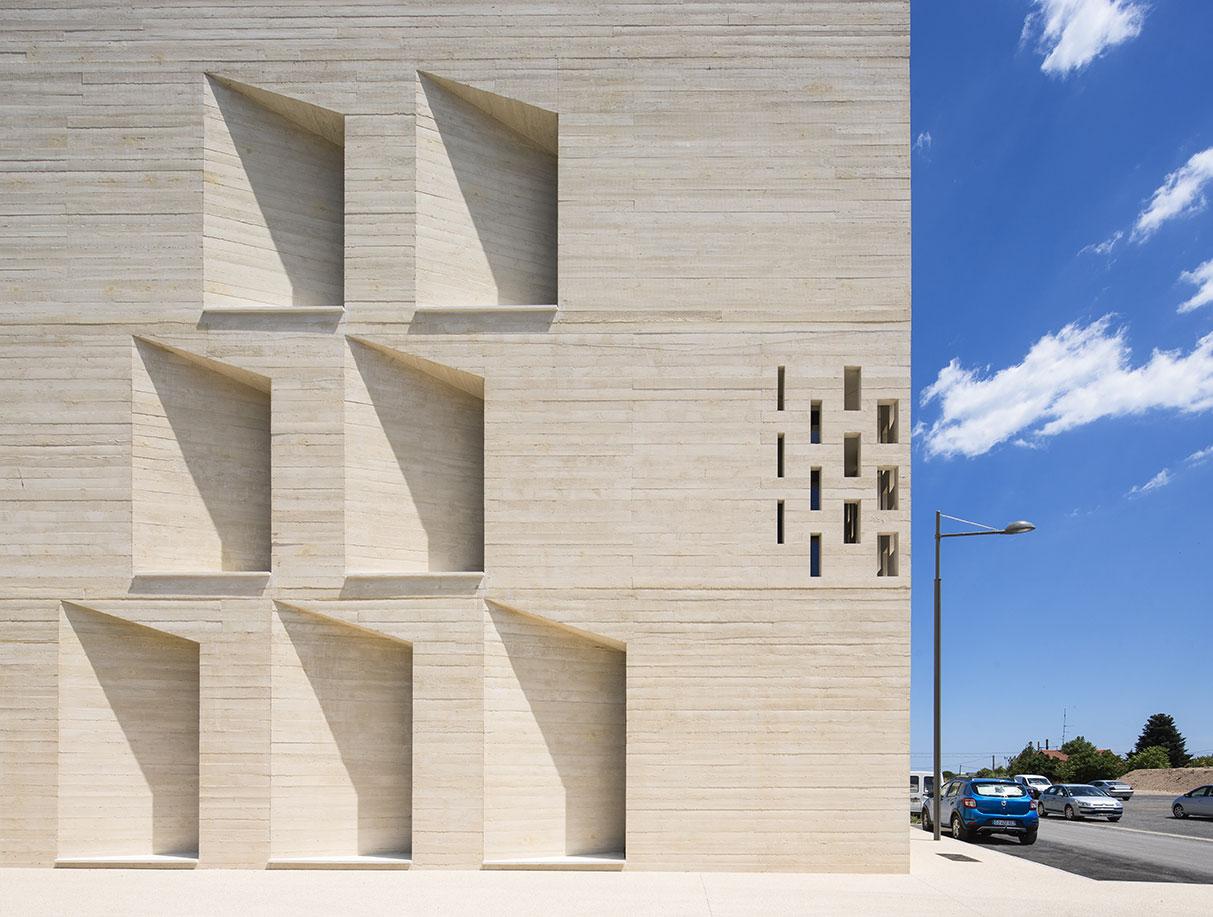 Tautem architecture - mediatheque Montaigne Frontignan - zoom sur la matérialité du béton