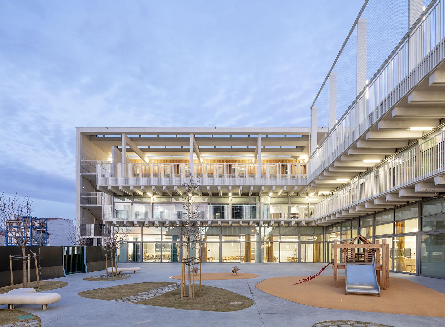 Cour du groupe scolaire antoine de Ruffi Marseille Tautem Architecture